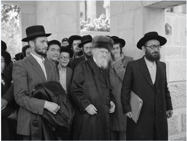 Rabbi Yosef Tzvi Dushinsky arrives